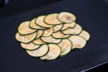 Lachstatar auf Zucchini-Carpaccio 2