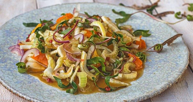 Fenchel-Selleriesalat mit Ahornsprossen