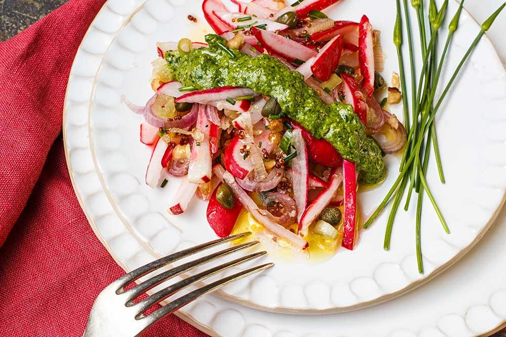 Radieschensalat mit Radieschengrün-Pesto
