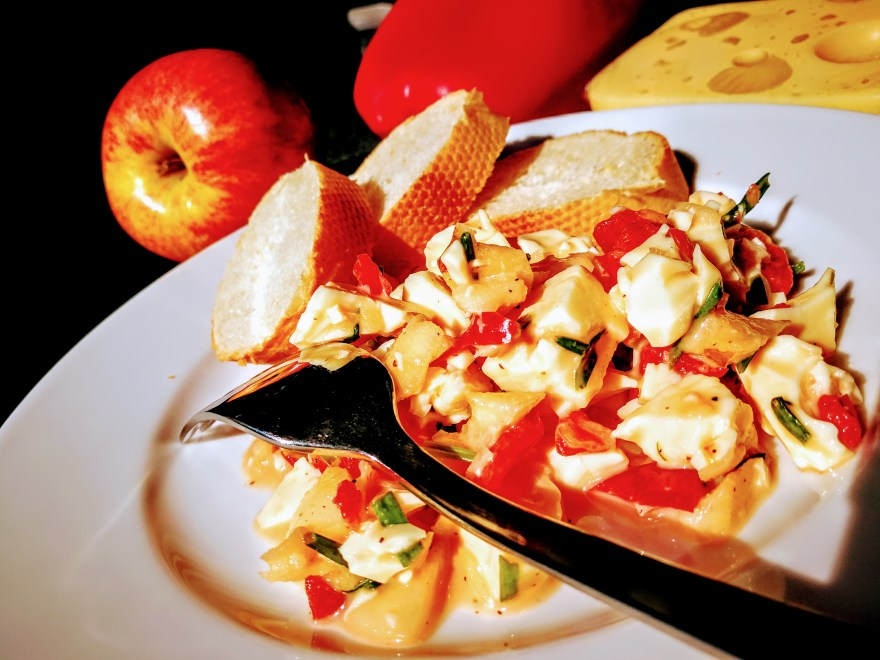 Käse-Paprika-Apfel-Salat
