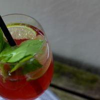 leichte Sommerschorle mit Rosé-Wein