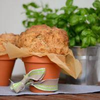Dinkel-Vollkornbrot mit Sonnenblumenkernen im Blumentopf