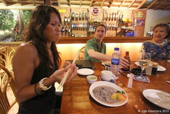 Kinilaw na Tamilok or Ceviche at Puerto Princesa © Jojie Alcantara