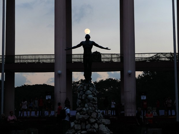 A full moon rises to welcome the Lumad to UP Diliman.
