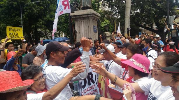 Participants of Lakbay Magsasaka meet their supporters at the University of Santo Tomas before their march to Mendiola. (Photo by Kathy Yamzon)