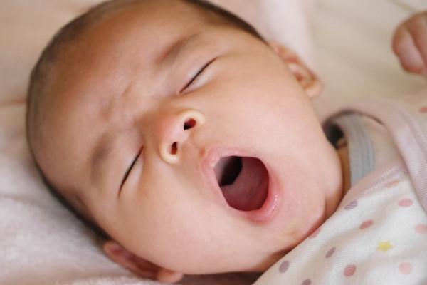 赤ちゃんのあくび