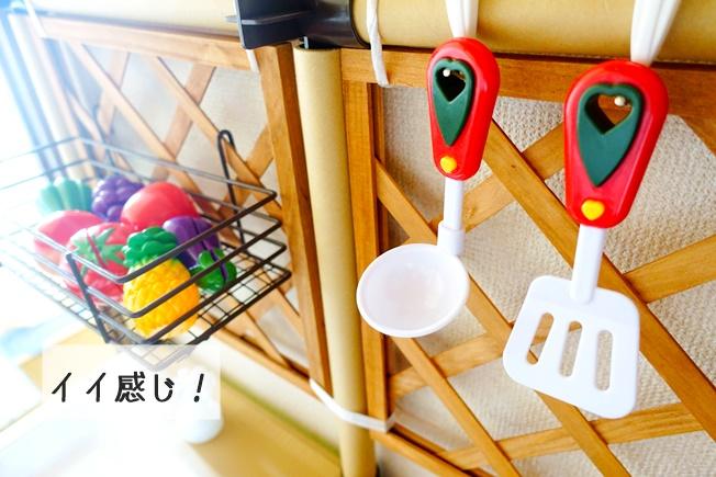 100円均一の材料でおままごとキッチンを作る キッチンの壁の完成度