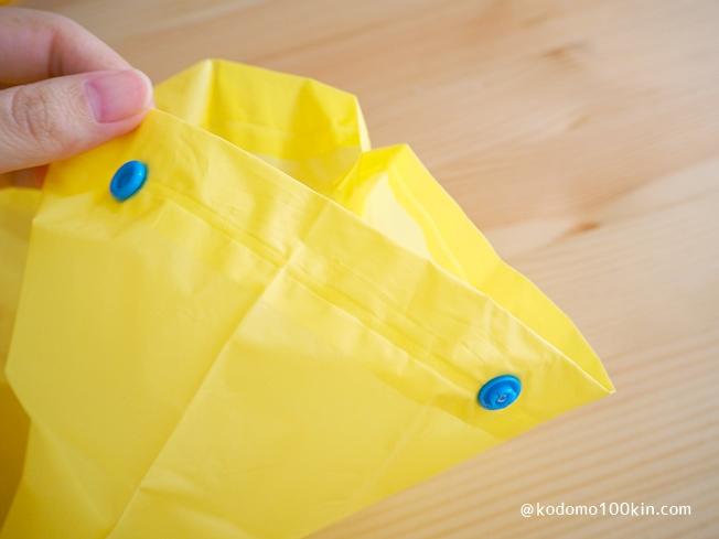 ダイソーで買ったキッズレインコート2種類比較 100円レインズボンの裾のボタン