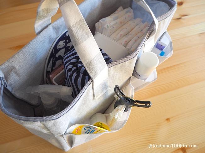 ダイソーのピクニックバッグ おむつ替え用のセットを全部入れたところ