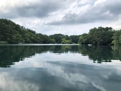 湖面にうつる雲