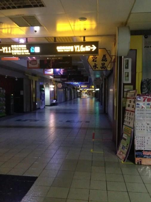 早朝の台北地下街Y区