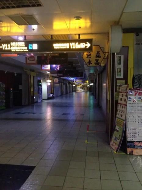 早朝の台北地下街