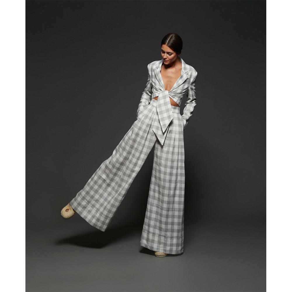 traje-cuadros-gris-y-blanco (1)