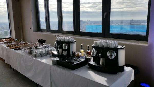 Eventequipment mieten - Frankfurt Event Catering Nespresso Kaffeemaschinen, Getränke, Tische, Stehtische, Geschirr