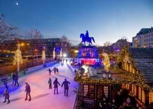 Heimat der Heinzel Weihnachtsmarkt und Eisbahn auf dem Heumarkt in der Altstadt in Köln