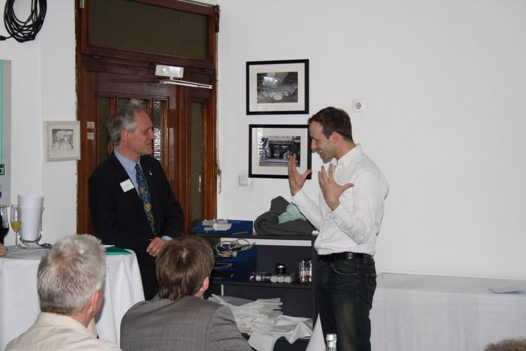 Liebeserklärungen unter Moderatoren: Wolfgang Hennig (l.) und Ralf Witthaus führten durch den Abend.