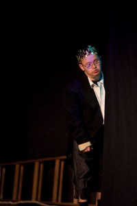 VON EINEM DER AUSZOG, DAS F†RCHTEN ZU LERNENVON ULRICH MARXENSEMBLE THEATERK…NIG IM COMEDIA THEATERTHEATERK…NIG ist, wer aufgrund seiner Voraussetzungen allen Anlass hat, sich vor Vielem zu fŸrchten, sich aber davon unbeeindruckt ins Leben und auf die BŸhne stŸrzt. Das 2007 von Sabine Hahn aus Schauspielern mit geistiger Behinderung gegrŸndete Ensemble THEATERK…NIG bringt in diesem Jahr seine dritte Produktion auf die BŸhne der COMEDIA Kšln. Theaterkšnig sind Ulrich Beckers, Holger Besgen, Ilonka Eichwald, Helga Hauschild, Gerhard Pfeiffer, Sabine Scheidt, Georg Schumacher, Nico Randel, Ali Tiryakioglu, Willy Weiler, Ruth WernerRegie Sabine Hahn Fotos/Plakat: ©MEYER ORIGINALS