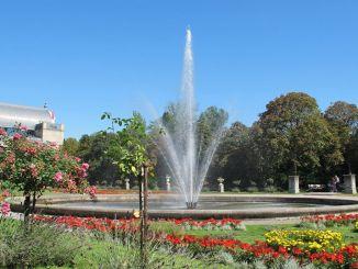 Brunnen am Eingang der Kölner Flora