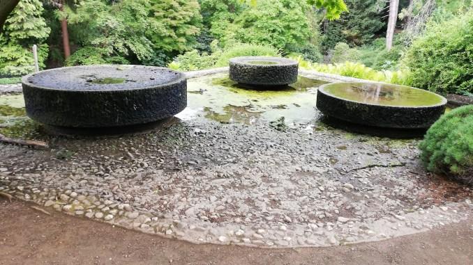 Rodenkirchen, Mühlsteinbrunnen