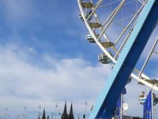 Europa Rad. Riesenrad, zur Zeit am Kölner Rheinauhafen zu bestaunen