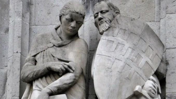 Die Overstolzen am Kölner Rathausturm