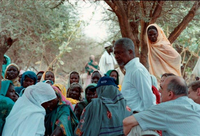 Kofi Annan met Jan Pronk in Darfur(foto Petterik Wiggers)