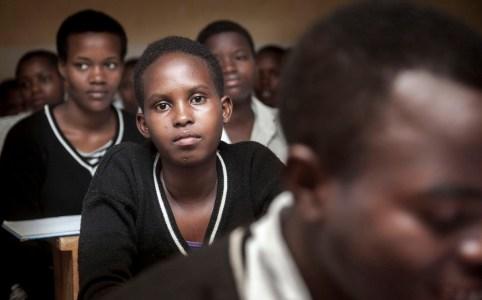 Rwanda, around Kigali, September 2012 De meisjes vertellen allen van anderen te weten dat ze een Sugar daddy hebben Photo: Petterik Wiggers/Panos Pictures