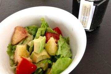 Salat mit Lustenauer Senf Schwarzes Gold im Dressing