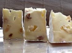 Camembert mit Walnüssen von der Feinkäserei Bantel in Möggers
