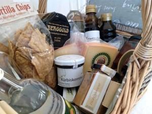 Picknickkorb mit allerlei Köstlichem aus Vorarlberg
