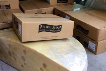 Erste Auslieferung von Käse der Sennerei Huban und Feinkäserei Bantel