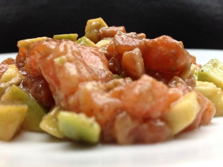 Lachstatar mit Avocado & Sesamöl