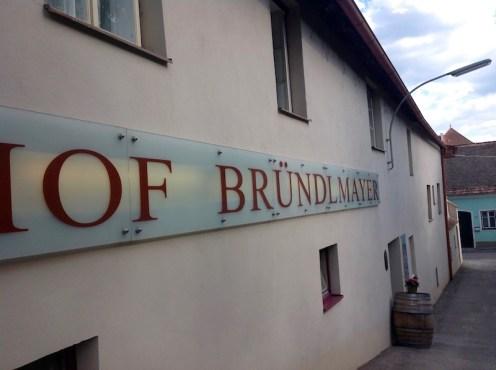 Außenwand des Heurigenhof Bründlmayer in Langenlois in der Wachau