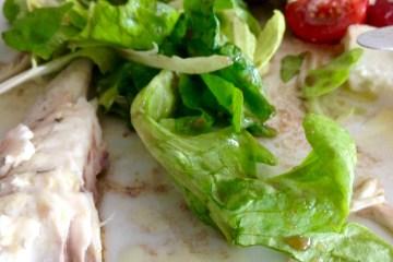 Walnussöl von der Ölmühle Sailer in Lochau und Subirer Senf von Lustenauer Senf im Salatdressing