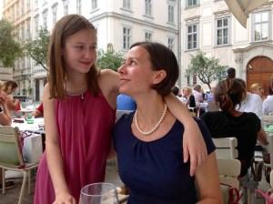 Saskia Lohs und Susanne Lohs im griechischen Restaurant Ellas am Judenplatz in Wien