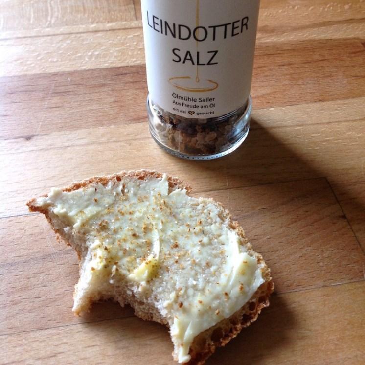 Brot mit Sennbutter & Leindottersalz