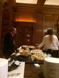 Hardy Lohs bei der Käseverkostung im Rahmen vom B2B Marketing Kongress des DMVÖ im Hotel Park Hyatt Vienna in Wien
