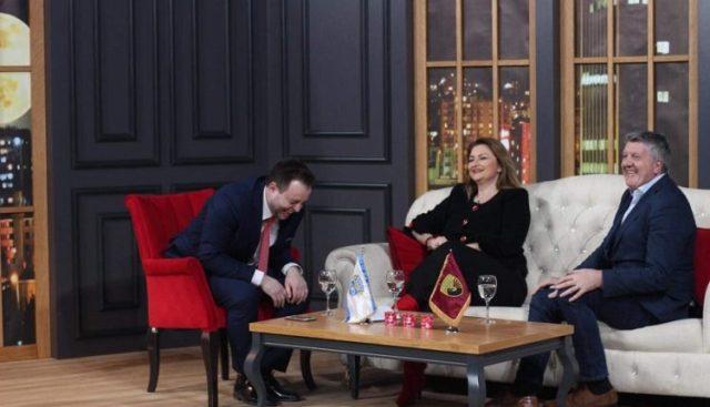 Milaim Zeka dhe gruaja e tij Edlira hapin sezonin e ri të Kojshia Show (VIDEO)