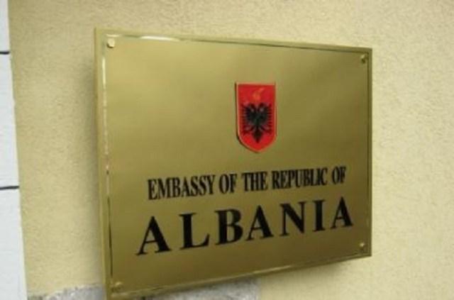 Ambasada shqiptare në Shkup, ngushëllon familjarët e viktimave të aksidentit tragjik