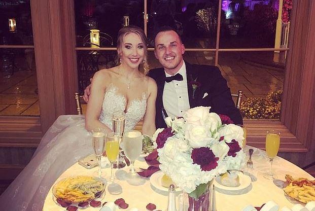 Dhëndri ngacmon seksualisht kamarieren në ditën e dasmës