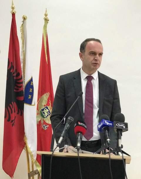 Nik Gjeloshaj zgjedhet kryetar i Komunës së Tuzit