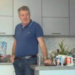 Zeka tregon arsyen pse në shtëpi mban fotografinë e Enver Hoxhës dhe Sali Berishës