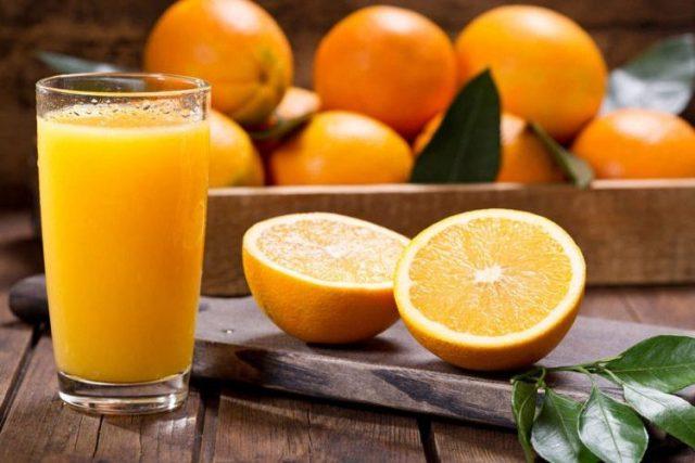 Pesë arsye përse duhet të pini lëng portokalli çdo ditë