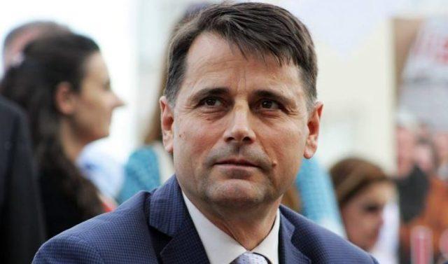 PISA-s, por rektori Bajram Kosumi blen telefon 1000 euro