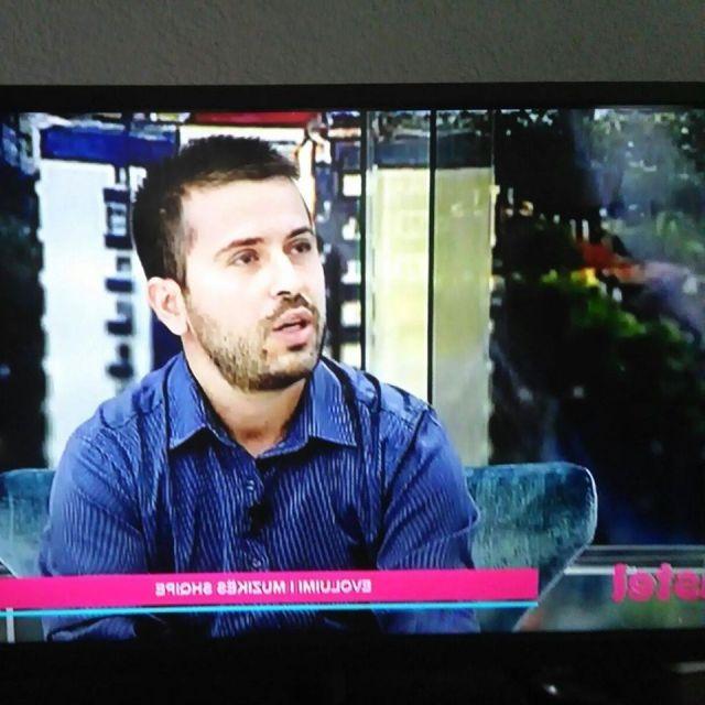 Gazetari Blerand Rexhepi flet për estradën shqiptare (Video)