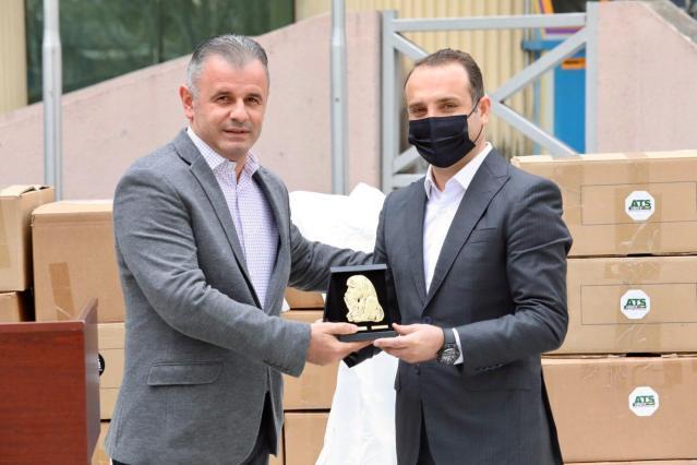 Visar Ganiu: Vendosëm në shërbim të personelit mjekësor në Çair 5000 skafanderë, donacion i siguruar nga kompania ATS Group