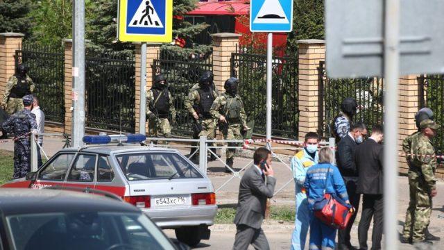 Të paktën 11 persona u vranë nga të shtënat në një shkollë në Kazan, 9 prej të cilëve fëmijë