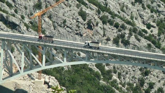 Nis asfaltimi i rrugës së Arbrit në fshatin Shkallë