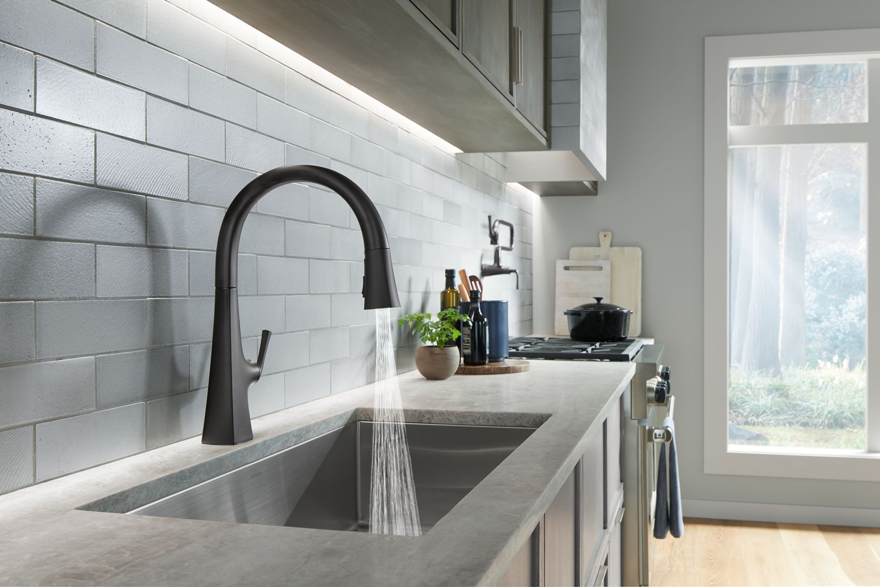 touchless kitchen faucets with response