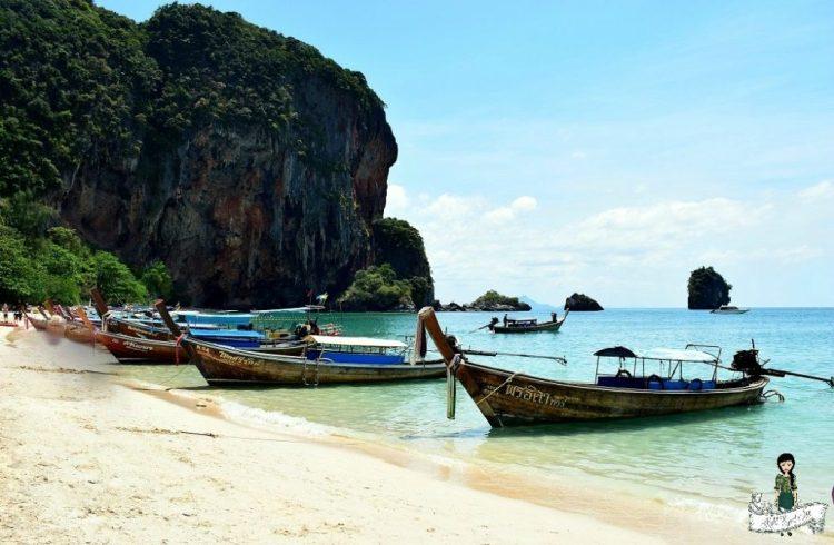 Phrang Nang Cave - Long tail boats - beach